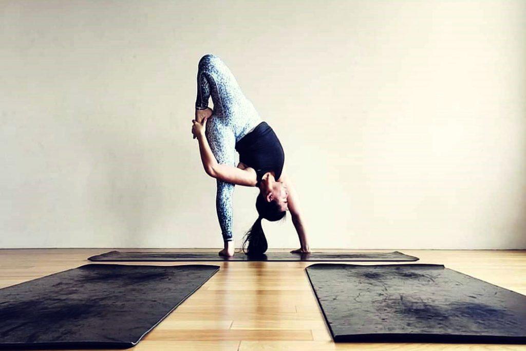 Fonny Chandra, yoga, vinyasa, indonesian, teaching, instructor, yoga video courses